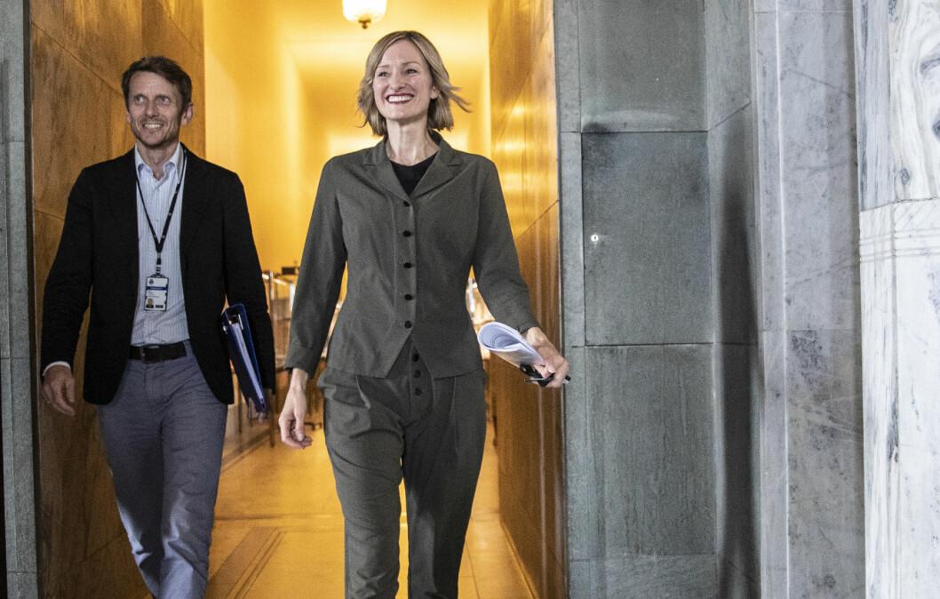 Byrådssekretær Tarjei Helland og byråd for oppvekst og kunnskap Inga Marte Thorkildsen (SV) har fått flertall for å endre ressursfordelingen til de videregående skolene i Oslo.