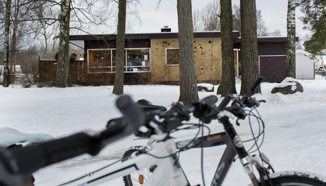 Ekholt 1-10 skole har fremdeles elever som får over halvparten av sin undervisning i en spesialavdeling i den gamle vaktmesterboligen. Foto: Tom-Egil Jensen.
