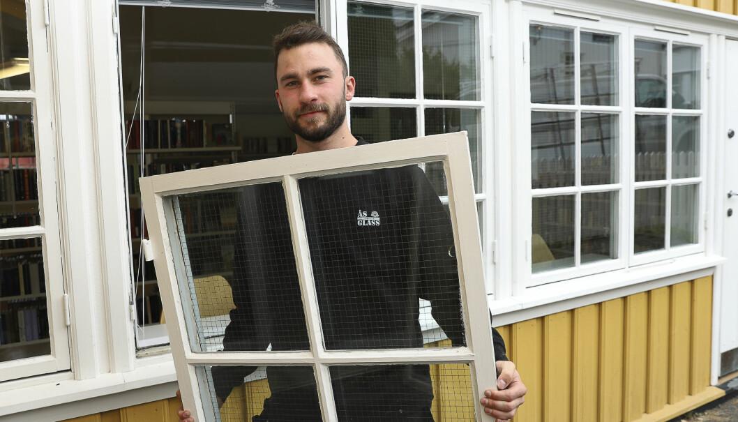 Lærling i glassfaget Phillip Hovda Haugsand