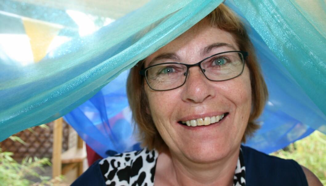 Barnehagelærer Sheila Wakes sier hun og grunnskolelærerne gjør mye av det samme i barnehagen, men det er som oftest barnehagelærerne som tar seg av bleieskiftene.