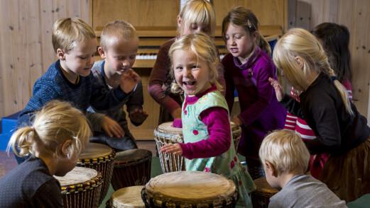 Denne barnehagen bruker musikk til tilvenning og på tur