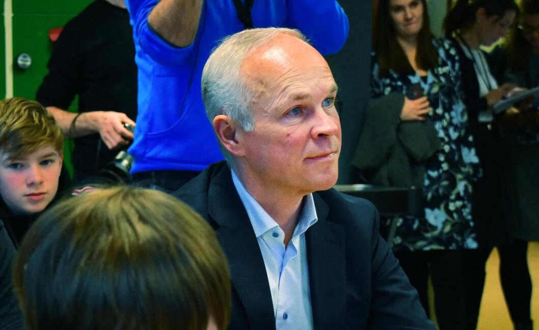 Kunnskapsminister Jan Tore Sanner (H) forventer at skoleeierne kjøper inn nødvendige læremidler.