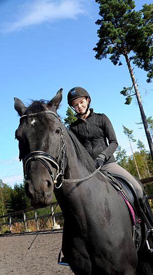 Benedikte Moe Nybråten og hesten Catina.