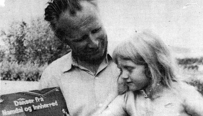 På fanget til faren, Helge H. Grande. Han drev egen snekkerbedrift, var musiker og endte sin karriere som ufaglært lærer i videregående.