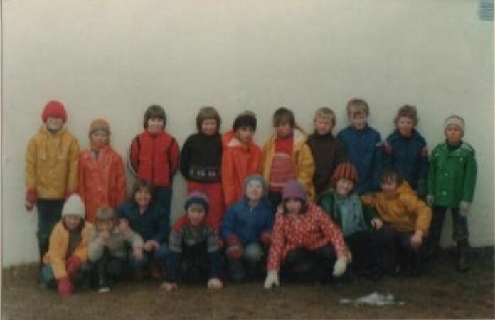 Klassebilde fra Øysletta skole. Skolen var egentlig en fådelt skole, men de var et stort kull. I klassen min var det 18 elever.
