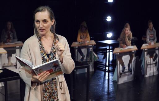 Teaterforestillingen «Reform 97» begeistrer anmelderne