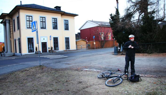 Terje Morstøl på vei til jobb etter levering i barnehagen. Foto: Jørgen Jelstad.