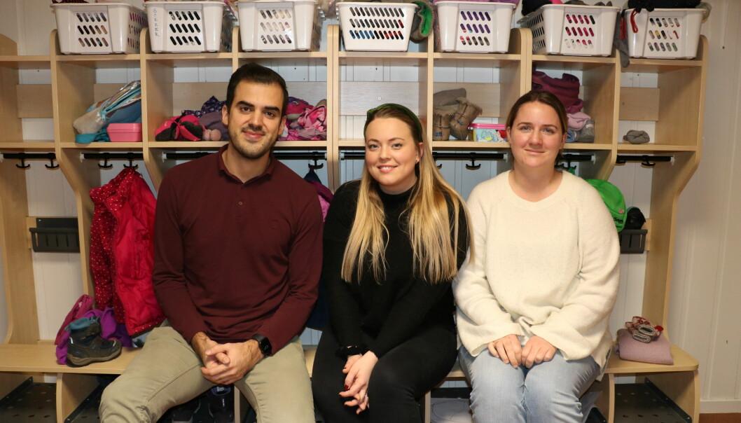 MINDRE URO: Styrer Lavdim Alihajdaraj (t.v.) og pedagogisk leder Lina Maråk i Labakken barnehage (t.h.) og spesialpedagog Martine Årdahl (midten).