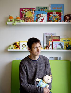 BLOGG OG BADMINTON: Den danske forskeren Thomas Gitz-Johansen liker å skrive på sin egen psykologi-blogg, spille badminton og gå på kino. Han har klienter i terapi ved siden av forskningen.