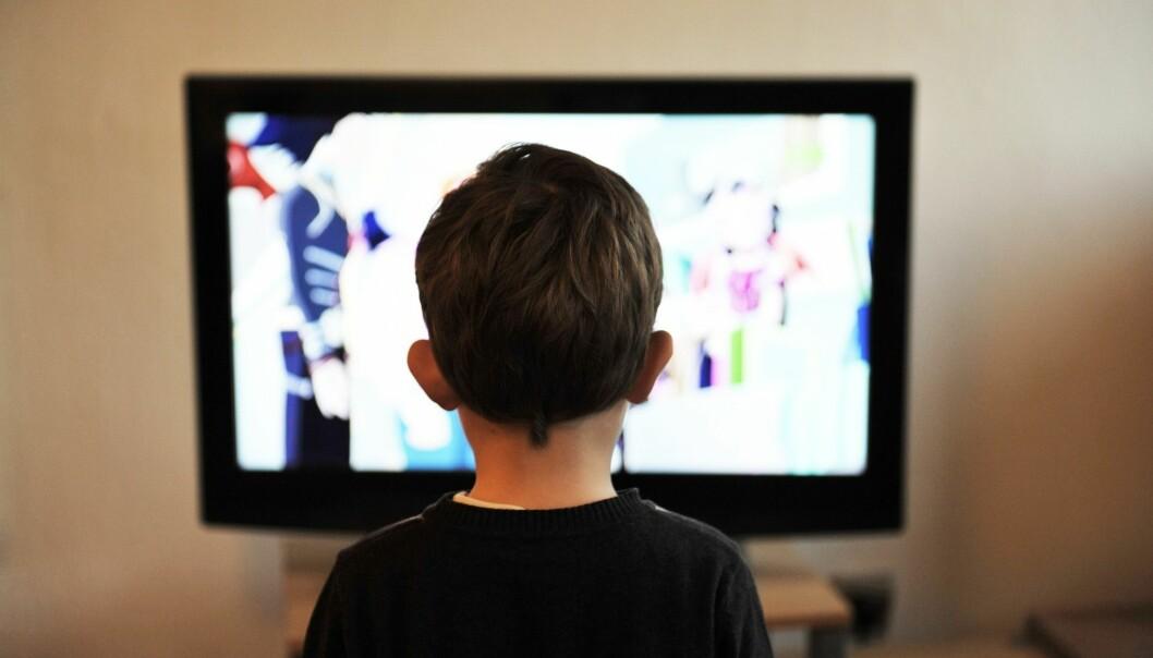 Seks av ti skolebarn ser på TV i spisepausen, viser en undersøkelse.