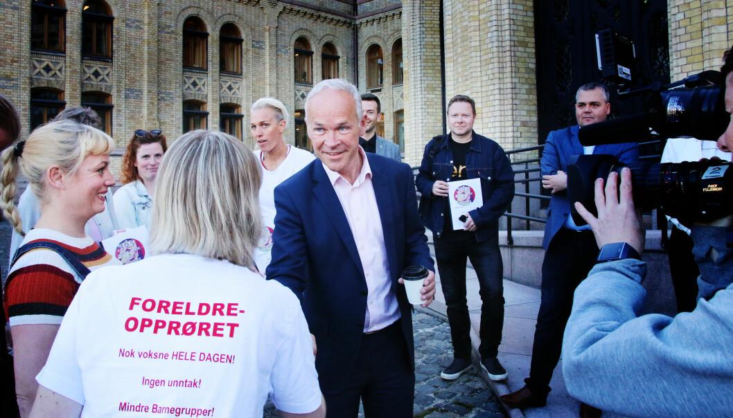 Barnehageopprøret og Foreldreopprøret har skapt mye oppmerksomhet om bemanning barnehagene. Her møter de daværende kunnskapsminister Jan Tore Sanner i 2018.