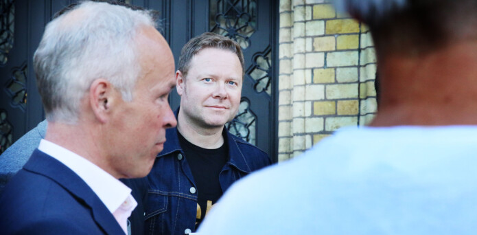 Royne Berget utenfor Stortinget med kunnskapsminister Jan Tore Sanner (H) i forgrunnen. Foto: Jørgen Jelstad.