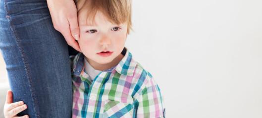 Hver gang Jacob gråter når faren leverer i barnehagen, får han trøst så lenge han trenger