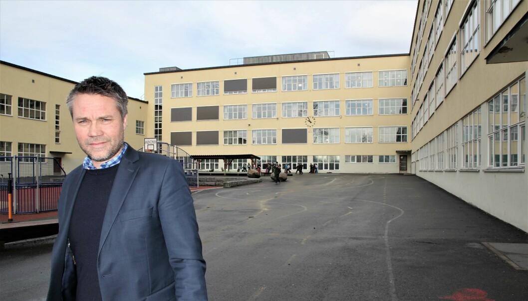 Rektor ved Sinsen skole Jan Petter Braathen er fornøyd med støtten og informasjonen fra helsevesenet. Foto: Sonja Holterman