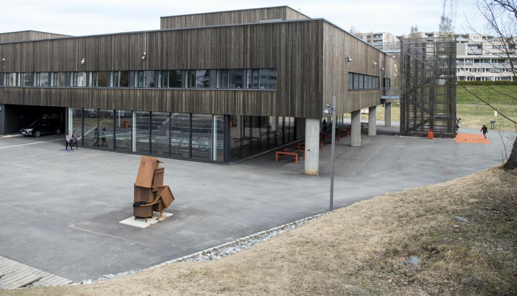 Det blir tomme skolegårder framover. Flere kommuner velger å stenge barnehager og skoler på grunn av koronaviruset. Her fra Granstangen skole i Oslo