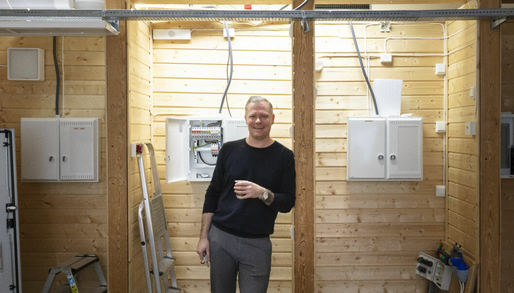 Avdelingsleder Espen Remfeldt Orfjell mener det er blitt lysere i gangene på Etterstad de siste årene.