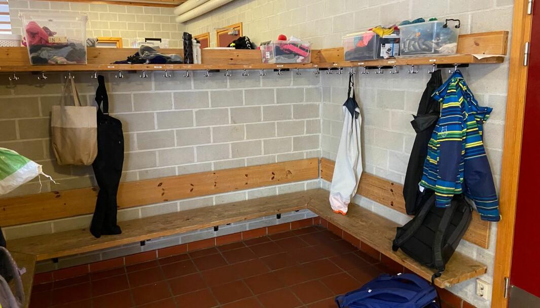 Skoler i Oslo vil fortsatt ha tomme garderober uke etter påske. Også barnehagene forblir stengt etter påske.