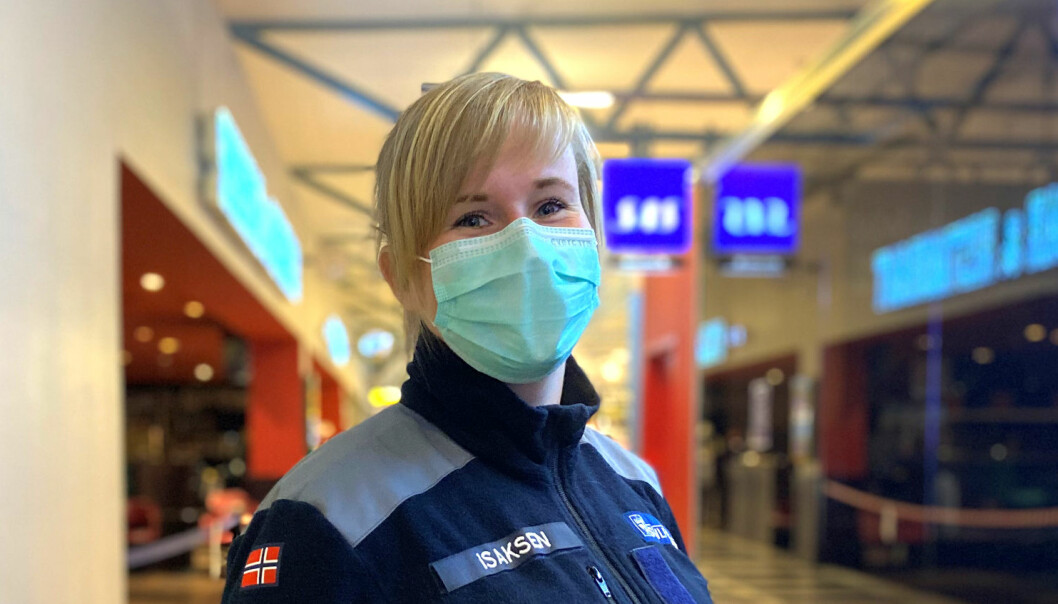 Amanda fra Tromsdalen skole måtte ta på seg uniformen for Sivilforsvaret