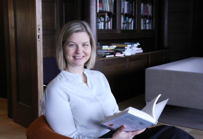 Guri Melby holder seg for seg selv i Kunnskapsdepartementet og har knapt møtt andre politikere siden hun ble statsråd