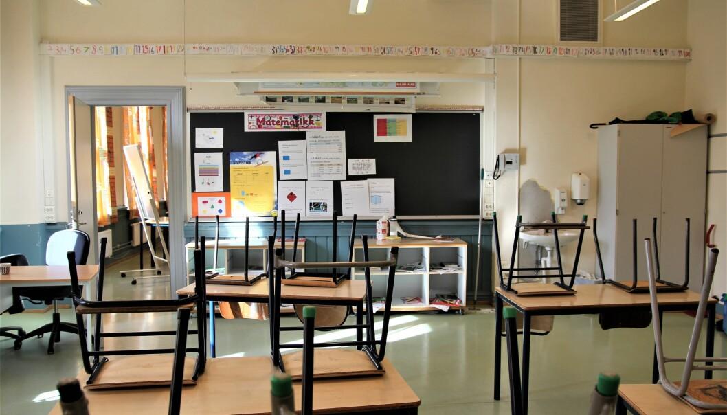 Det forblir tomme klasserom i Oslo til over påske. Også barnehagene holder stengt.