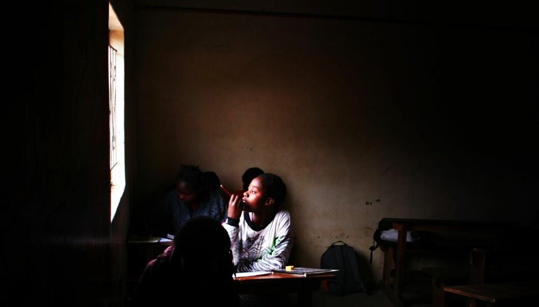 Skolestenging rammer nå barn og unge over hele verden. Bildet er fra Zambia i 2006. Foto: Jørgen Jelstad.