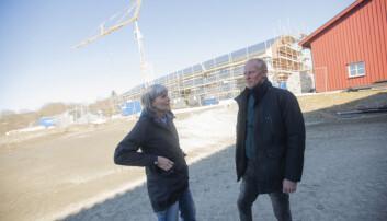 Kåre Presthus og Laila Stubsjøen ved Skjetlein videregående skole har store ambisjoner for skolen. I bakgrunnen ses det nye TIP-bygget som blir på 1060 kvadratmeter.