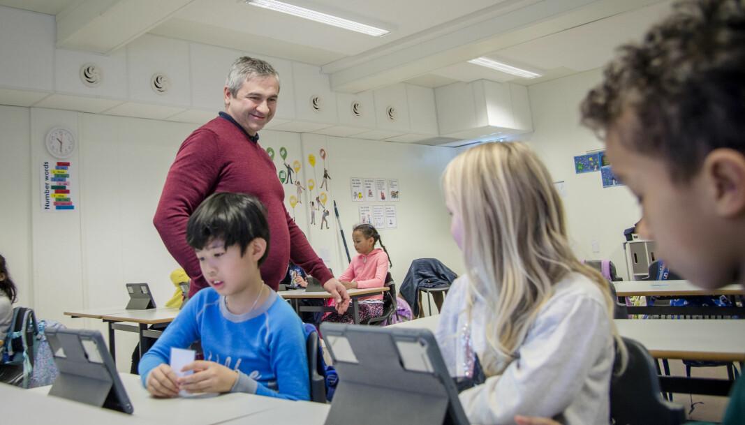 Rektor Umit Kalak er glad for at lærerne viser stor vilje til å jobbe konsekvent med kartleggingsprøvene. Ifølge ham er årsaken at det er viktig å vite «hvor elevene står» fra 1. trinn for å sette inn tiltak så tidlig som mulig.