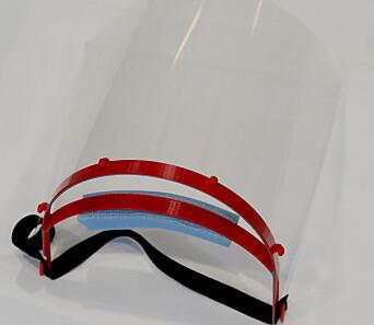 Her er et demonstrasjons-visir som består av en bøyle, et overheadark, en strikk og skumgummi-beskyttelse mot huden på pannen.
