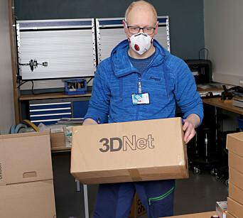 Denne pappesken er full av visir som Bård Krog Vinge har laget inne på laboratoriet.
