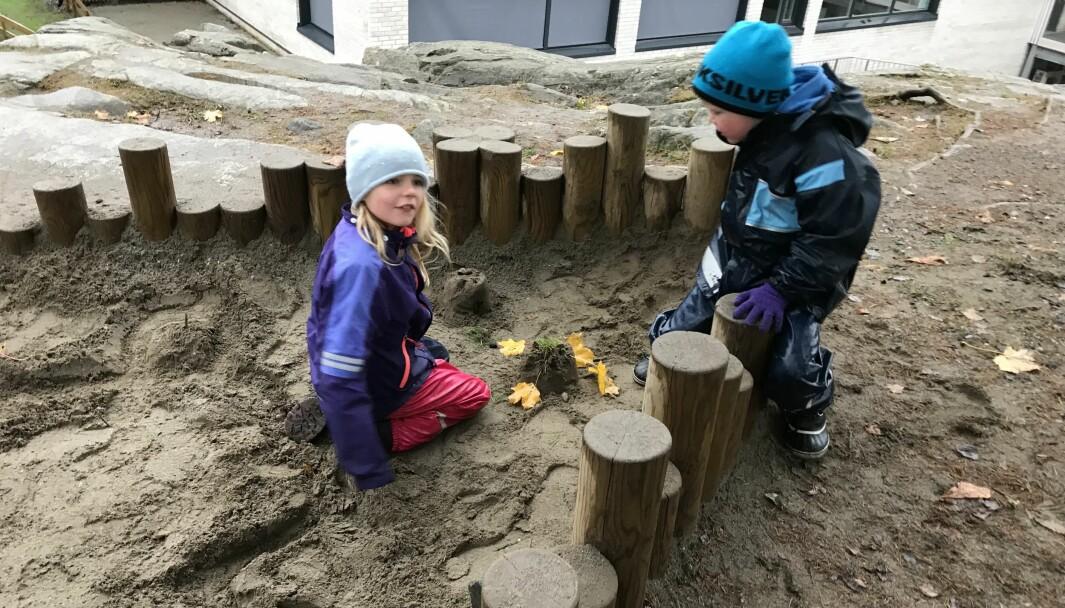 Barna skal leke og ha det gøy sammen med de andre barna også, i den smitteverdenen som barnehagen er, skriver Wibekke Yri Adriaenssens.