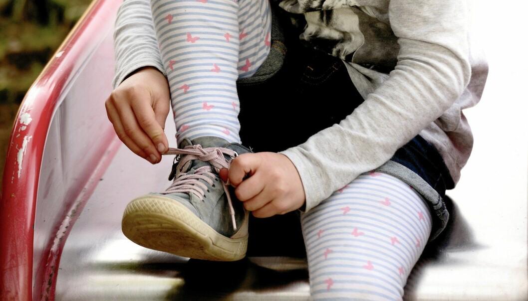 Noen sier at vi trenger vikarer nå. Men, er ukjente voksne et godt alternativ til barna i denne tiden der omsorgen er så viktig, skriver Lise Osnes.