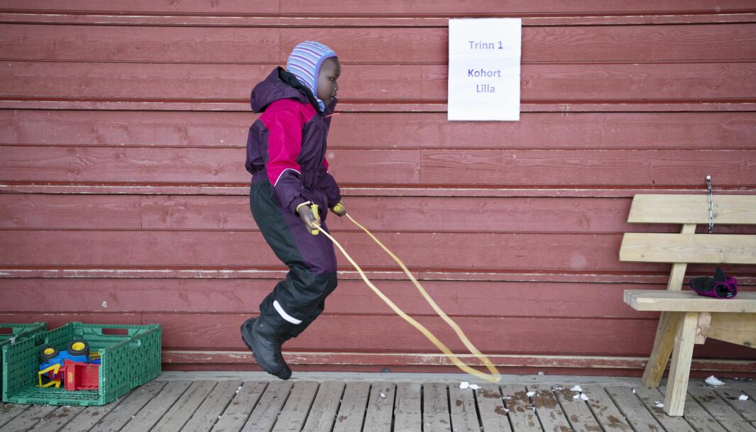 Jak har full kontroll på hoppetauet. De har begynt å finne fram noen vårleker, selv om det fortsatt er full vinter.