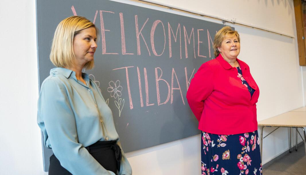 Kunnskapsminister Guri Melby (V) og statsminister Erna Solberg (H) besøkte Ellingsrudåsen skole i Oslo i forbindelse med skoleåpningen for 1. - 4. trinn.