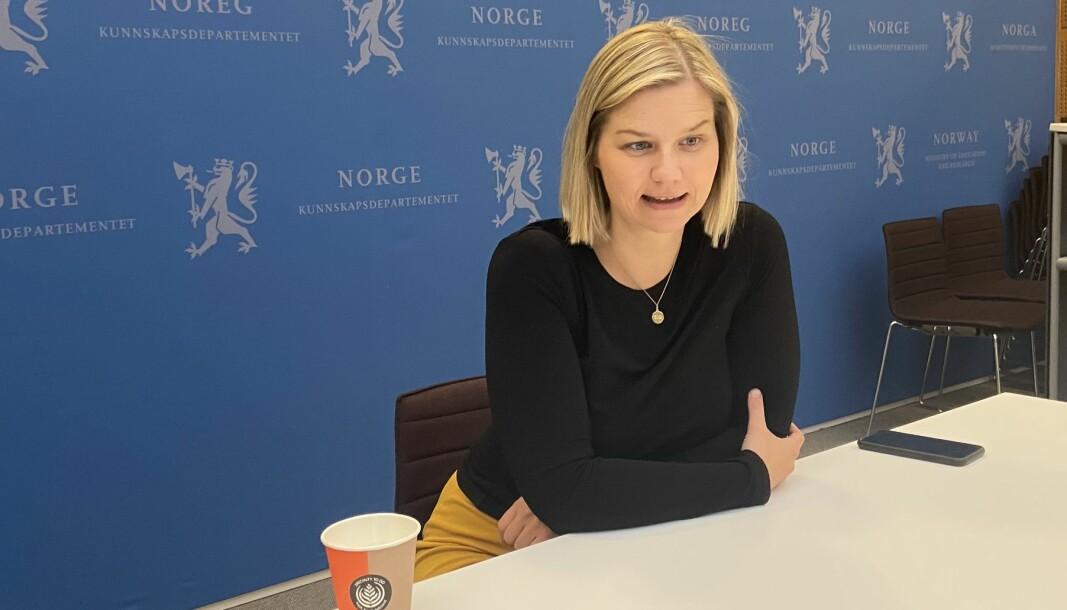 Kunnskapsminister Guri Melby svarte leserne i nettmøte