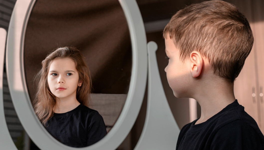 Se når det er nødvendig å behandle likt og ulikt. Kanskje engstelige jenter kan øve seg på å våge, mens gutter kan trene på omsorgsleker uten jenter til stede, råder kjønnsforsker Ingerid Bø.