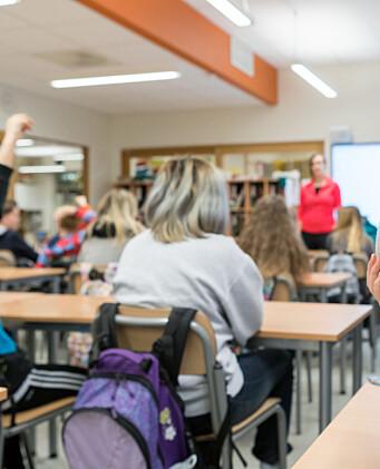 Klasserom, elever, ungdom, stor klasse, lærer, lærertetthet, klassestørrelse