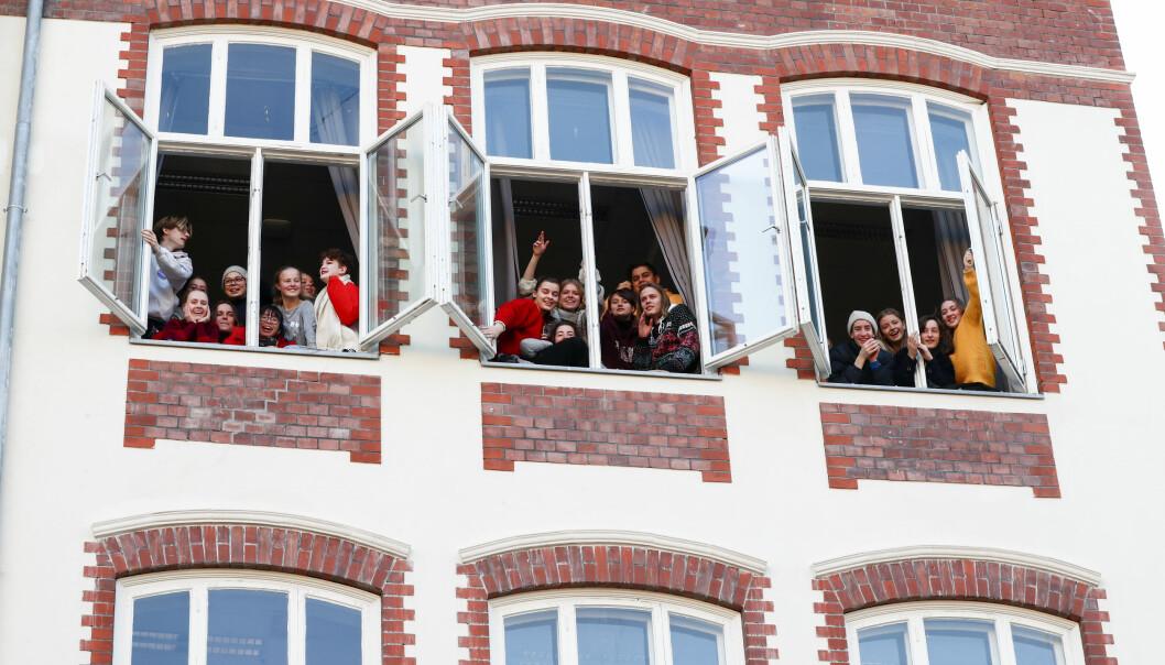 Elever ved Hartvig Nissen skole får ikke den høytidelige avslutningen i Oslo Konserthus, som avgangselevene vanligvis får. Her er elever ved skolen i 2018, da prins William av Storbritannia og hertuginne Kate besøkte skolen.