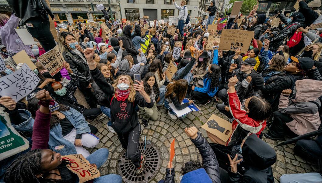 """Demonstrasjonen """"We can't breathe - rettferdighet for George Floyd"""" i forbindelse med George Floyds dødsfall, arrangeres utenfor Stortinget i Oslo fredag. Foto: Stian Lysberg Solum / NTB scanpix"""