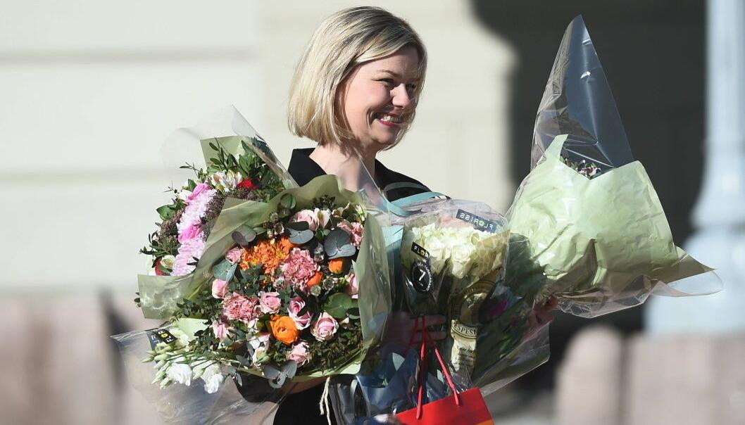 Blomster fikk hun, men det var folketomt på Slottsplassen da Guri Melby ble presentert som ny kunnskapsminister.