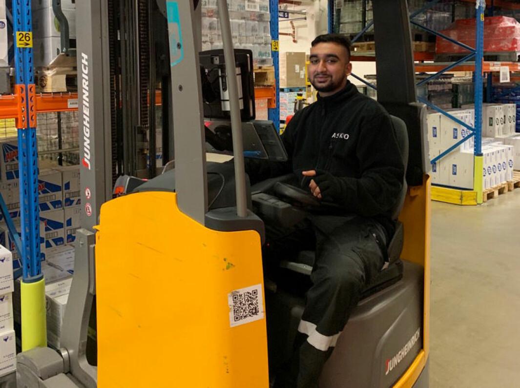 Mustafa Qaiser fra Romsås er lærling på lageret til Asko.
