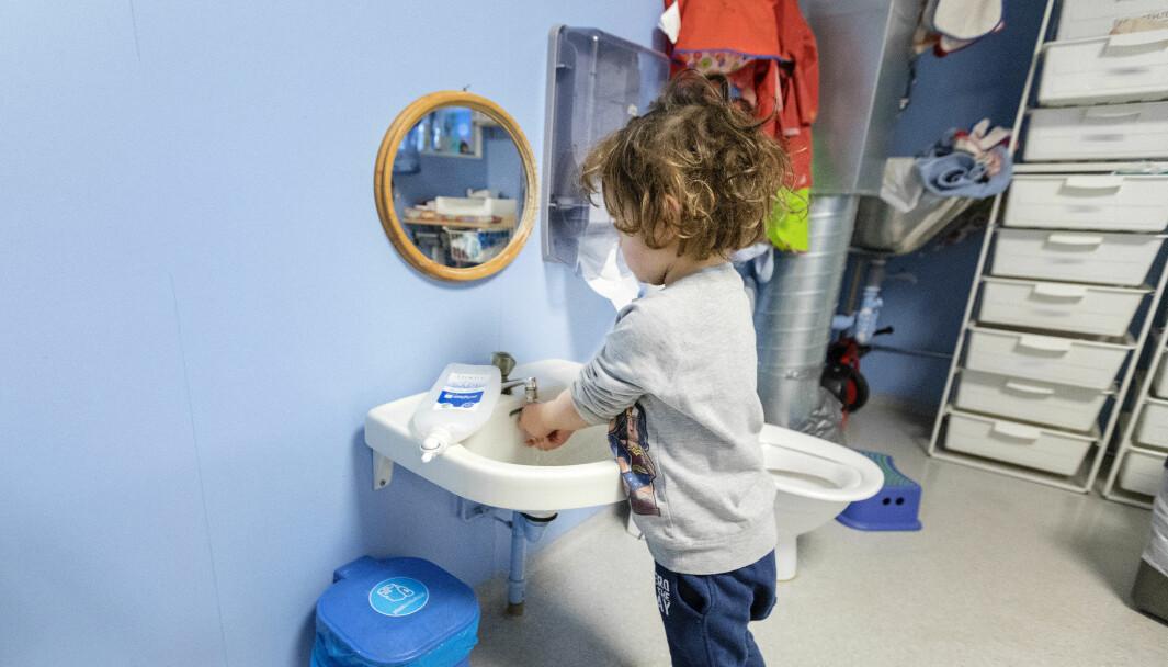 Koronakrisen gjorde at mye ble annerledes i barnehagehverdagen, både for barn og ansatte. Ill. foto: Gorm Kallestad / NTB Scanpix