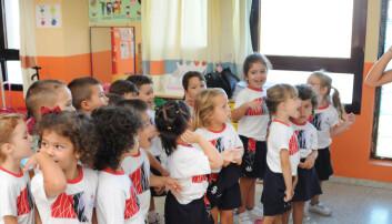 Victoria (4) lærer fire språk i barnehagen