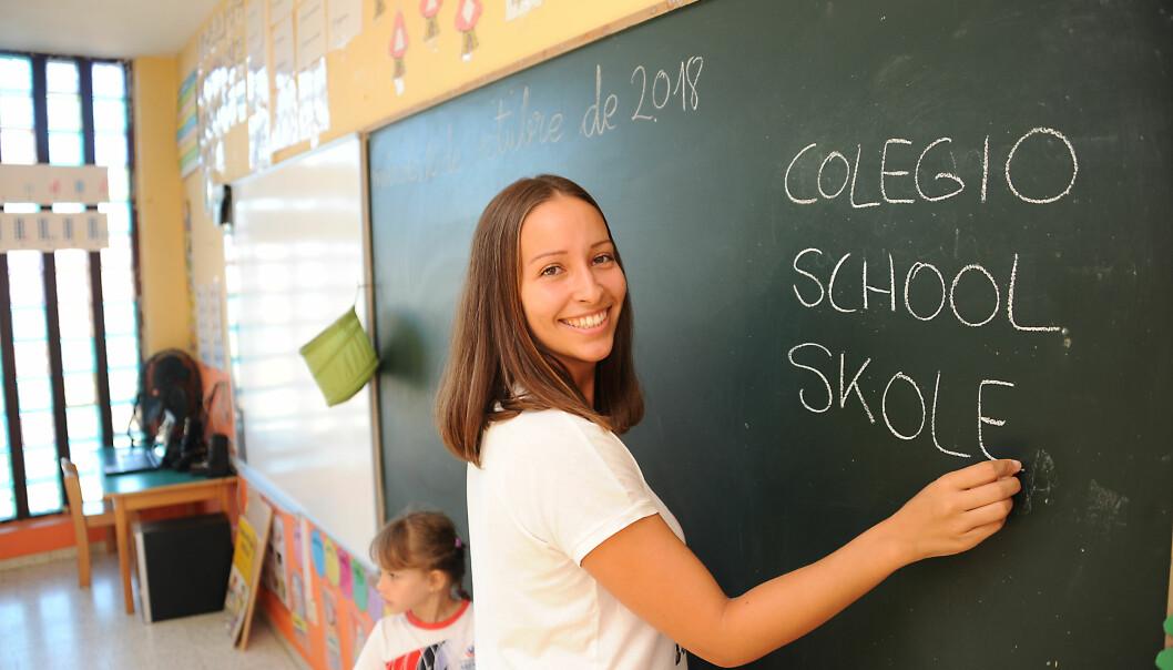 Før de er ett år går alt i barnehagen på spansk. Men når barna er rundt året, begynner vi å lære dem engelsk, forteller den spansk-norske læreren Susi Morales (25). Hun snakker aldri norsk med Victoria.