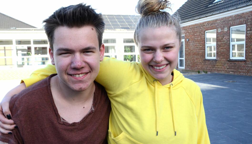 Jonas og Liza er begge strålende fornøyd med efterskolen.