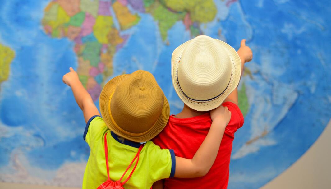 En av grunnene til at noen er kritiske til markeringer som morsmålsdagen i barnehagen, er at det ofte ender opp med at det kun er «de andres» kultur som trekkes fram og feires, mens majoritetskulturen blir definert som det «normale», skriver artikkelforfatteren.