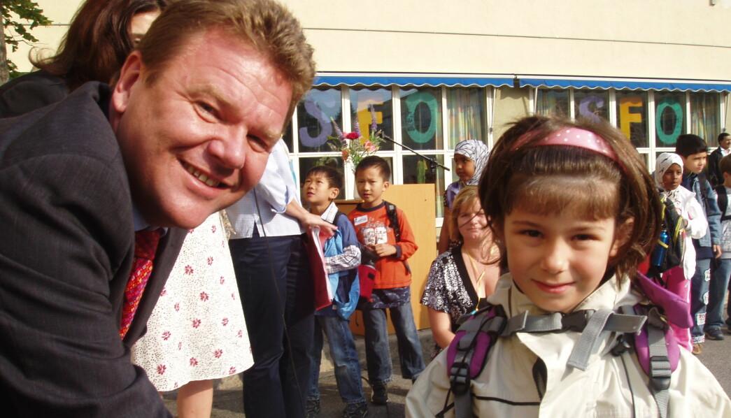 Lille Albana fikk hilse på selveste kunnskapsministeren på sin første skoledag i 2007.