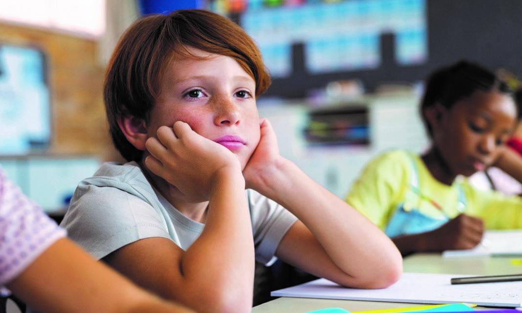 Elever har ulik opplevelse av det å bli tatt ut av klassefellesskapet for å få opplæring i gruppe.