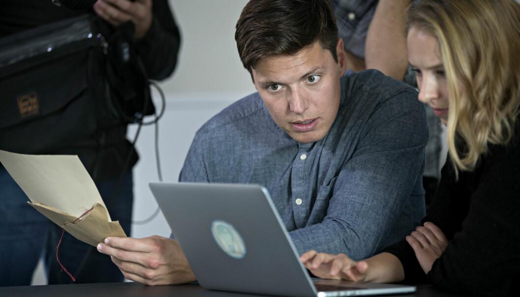 NRK og Folkeopplysningen fikk kritikk i fjor høst da de lagde et program om valgpåvirkning gjennom bruk av falske nyheter og kontoer i sosiale medier på Lillestrøm videregående skole.