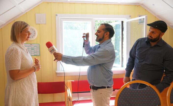 Melby intervjues av Aziz Ur Rehman og Ali Chisthi.