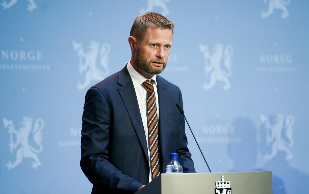 Oslo 20200811.  Helse- og omsorgsminister Bent Hie under en pressekonferanse om koronasituasjonen i Marmohallen i Oslo tirsdag.